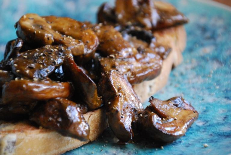 Mushroom Stroganoff on Olive Bread Toast (20)